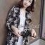 ( พร้อมส่งเสื้อผ้าเกาหลี) เสื้อคลุมเนื้อผ้าชีฟองเนื้อหนาสวยอย่างดี ดูผู้ดีด้วยทรงสูทตัวยาว อินเทรนด์ต้อนรับ Winter เนื้อผ้าใส่สบายมากคะ สาวๆ ใส่คลุมกับเสื้อกล้าม หรือ เสื้อยืด จะใส่คู๋กับกางเกงขาสั้นก็ดูชิค thumbnail 5