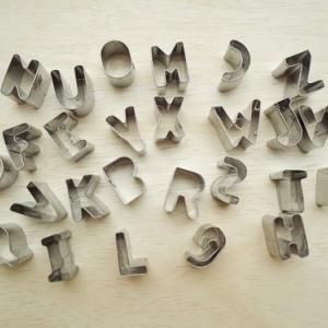 แม่พิมพ์กดคุกกี้ตัวอักษร