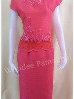 ชุดผ้าไหมญี่ปุ่นสำเร็จรูป ปักลาย คอหัวใจ เบอร์ M เสื้อ+กระโปรงยาว สีชมพูเข้ม