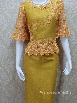 ชุดผ้าไหมญี่ปุ่น แต่งด้วยลูกไม้นอก ปักมุข แขนสามส่วน เสื้อ+กระโปรงยาว สีทอง เบอร 46