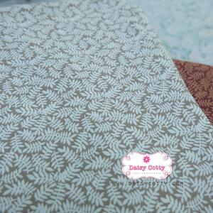 ผ้าคอตตอนไทย 100% 1/4 ม.(50x55ซม.) พื้นสีครีม ลายใบมะขาม