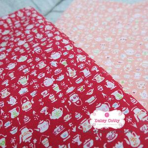 ผ้าคอตตอน 100% 1/4 ม.(50x55ซม.) พื้นสีแดง ลายถ้วยชามเล็กๆ