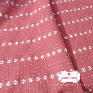 ผ้าทอญี่ปุ่น 1/4ม.(50x55ซม.) พื้นสีแดงกล่ำ ลายดอก