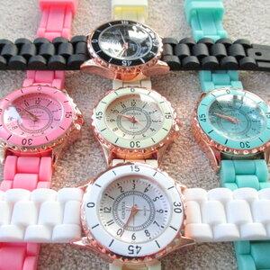 นาฬิกาข้อมือแฟชั่น ( sizeเล็ก ขอบทอง ) ตัวเลขอารบิค