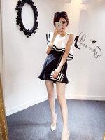 กระโปรงสีดำ ( FREE+ ฟรีเสื้อสีขาวเข้าชุดบางเฉียงตามภาพ มีตำหนิรอยเปื้อนจางๆ หลายจุด)
