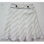 jp006 กระโปรงสีขาว ทอวิ้ง ๆ ในเนื้อผ้า ลายเส้นประสีดำ ซิปข้าง รอบเอว 26 นิ้ว
