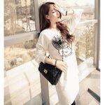 เสื้อคลุมท้องสีขาวแขนยาว สกรีนลายดอกกุหลาบและติดโบว์ดำ สวยงามมากจร้า