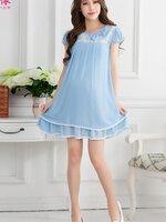Dressกระโปรงผ้าชีฟองสีฟ้ามีซับในเป็นผ้าฝ้ายเนื้อนิ่ม ด้านบนเป็นลายลูกไม้สีขาวคาดที่หน้าอก แขนสั้น คอกลม พร้อมเชือกผูกหลัง เนื้อผ้านิ่มสบายมากค้ะ