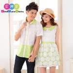 เสื้อคู่ เสื้อคู่รัก ชุดพรีเวดดิ้ง ชุดคู่รัก เสื้อคู่รักเกาหลี เสื้อผ้าแฟชั่น ผู้ชาย เสื้อเชิ๊ตสีขาว ประดับปกและชายเสื้อด้วยสีเขียว ผู้หญิง เดรสแขนกุด คอบัวสีเขียวอ่อน กระโปรงสองชั้น สีเขียว คลุมด้วยระบายลูกไม้สีขาว
