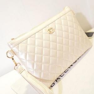กระเป๋าสะพาย ก็อปปี้สไตล์ Chanel สีครีม มีสินค้าพร้อมส่งทันทีค่ะ (ราคาส่ง สอบถามได้ค่ะ)